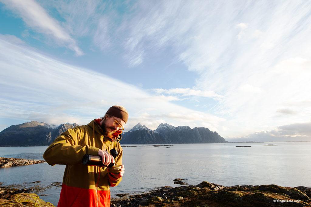 Dinking Coffe at the seaside hiking in Lofoten Islands
