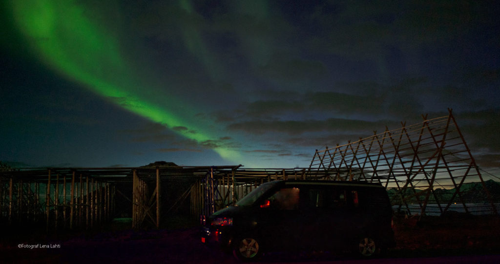 Northern lights in Henningsvær Lofoten VW Camper